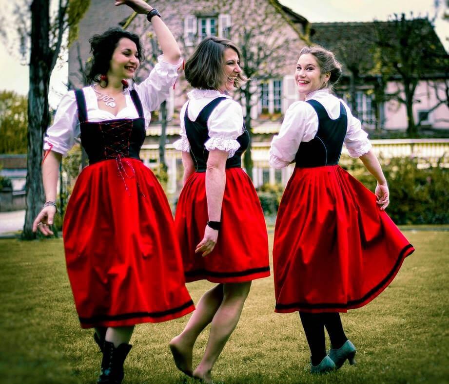 Gehti's in cosutme alsacien moderne- costume alsacien revisité