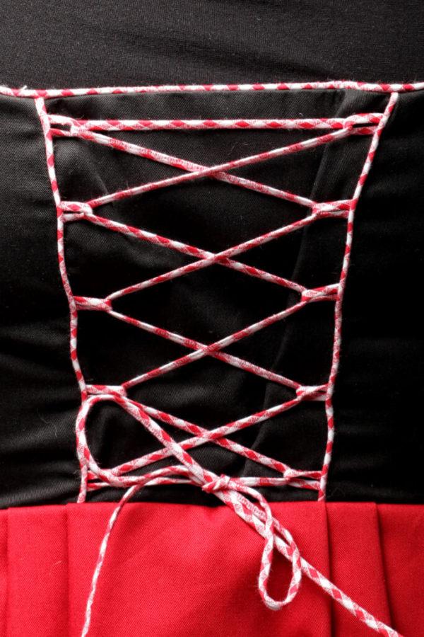 Modèle Rockwiller, plastron noir à laçage rouge et blanc