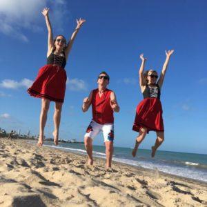 Le Trio Sasusi en geht's In sur une plage du brésil