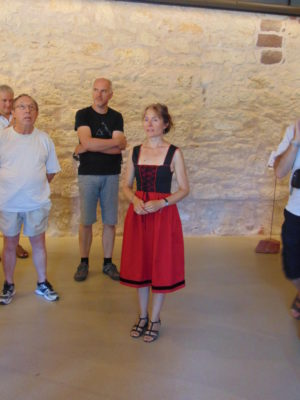 Laure Lickel pendant une visite guidée musée de Bouxwiller