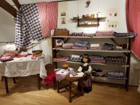 Kelsch rouge et combinaisons rouges/bleu, expo Kelsch merveille, Kutzenhausen 2019