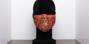 masque grand public ocre fond rouge Geht's In CP Faon photography